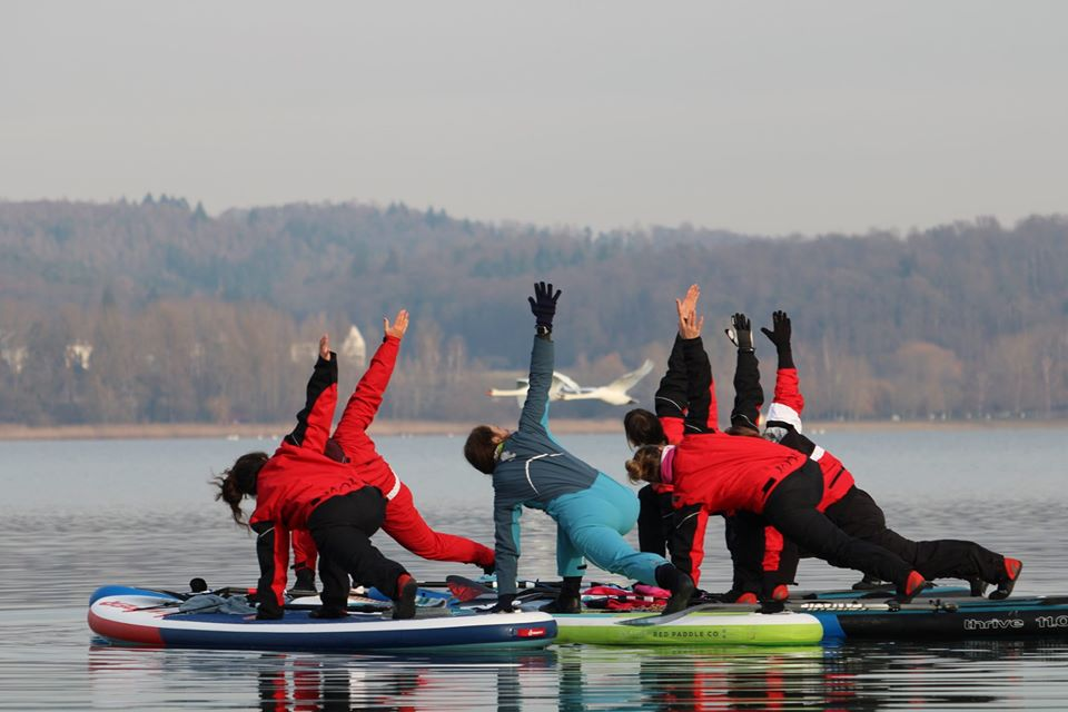 Winter1 SUP Yoga Super Bodensee Hegne Berenice Standuppaddle